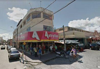 Rádio da família do prefeito de Quixadá cobra da população, e não da prefeitura, por ajuda a rapaz na área da saúde. Entenda o caso